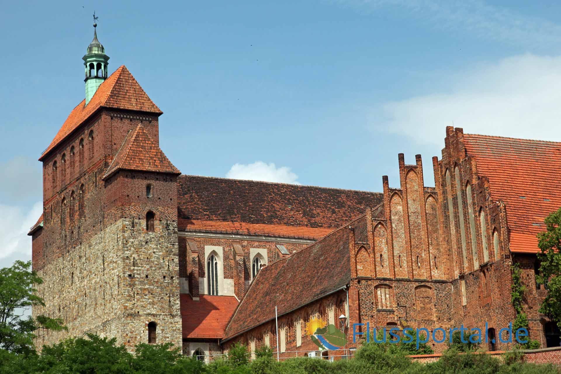 Der Havelberger Dom zeigt Wehrhaftigkeit und Siegeswillen gegenüber den slawischen Fürstentümern.