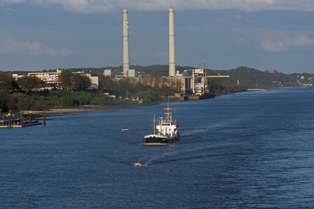Den bedrohlichen Abschluss des schönen Hamburger Elbufers Ufers bildet das mit Steinkohle befeuerte Heizkraftwerk Wedel