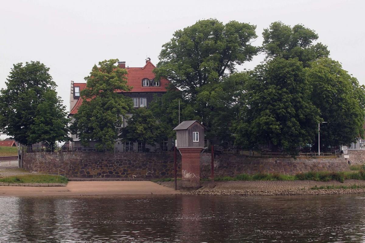 Das Zollenspieker Fährhaus das vorgelagerte Pegelhaus