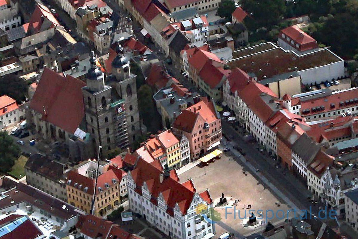 Wittenbergs Stadtkirche St. Marien und der Marktplatz
