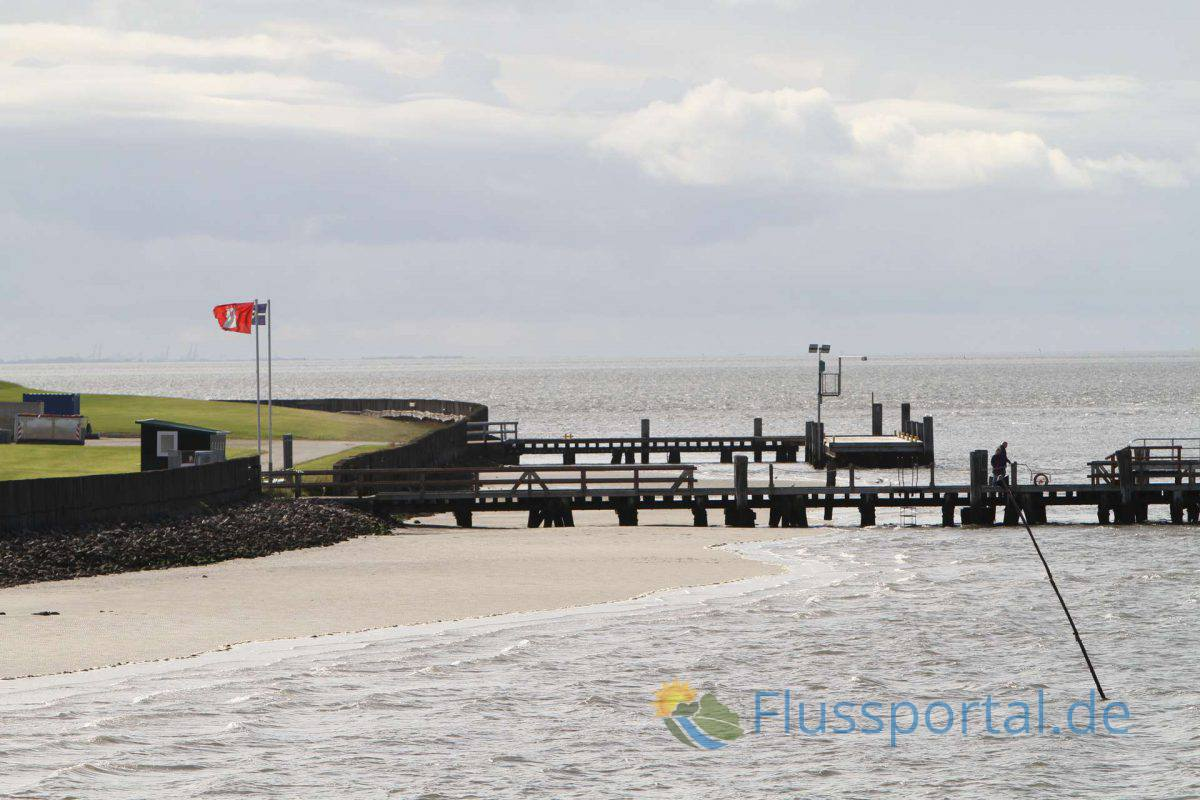 Auf Insel Neuwerk weht die Hamburger Staatsflagge