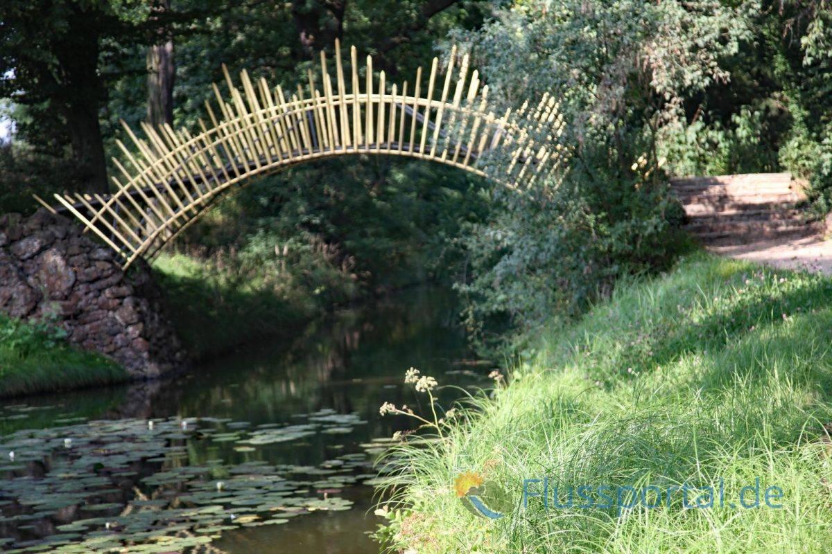 Die Sonnenbrücke überquert am Großen Walloch den nach ihr benannten Sonnenkanal