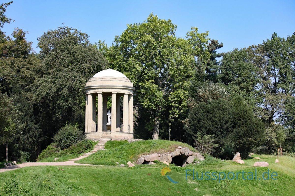 Auf dem Elbdeich, der die Wörlitzer Anlagen im Norden begrenzt, erhebt sich der Venustempel mit seinem Abguss der berühmten Venus der Medici
