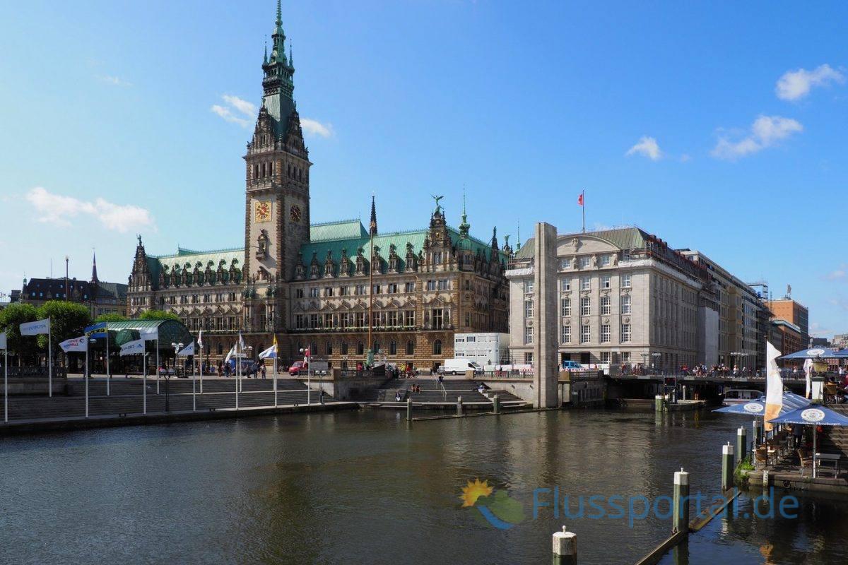 Beginnen wir unseren wir den Rundgang um die Alster am Hamburger Rathaus