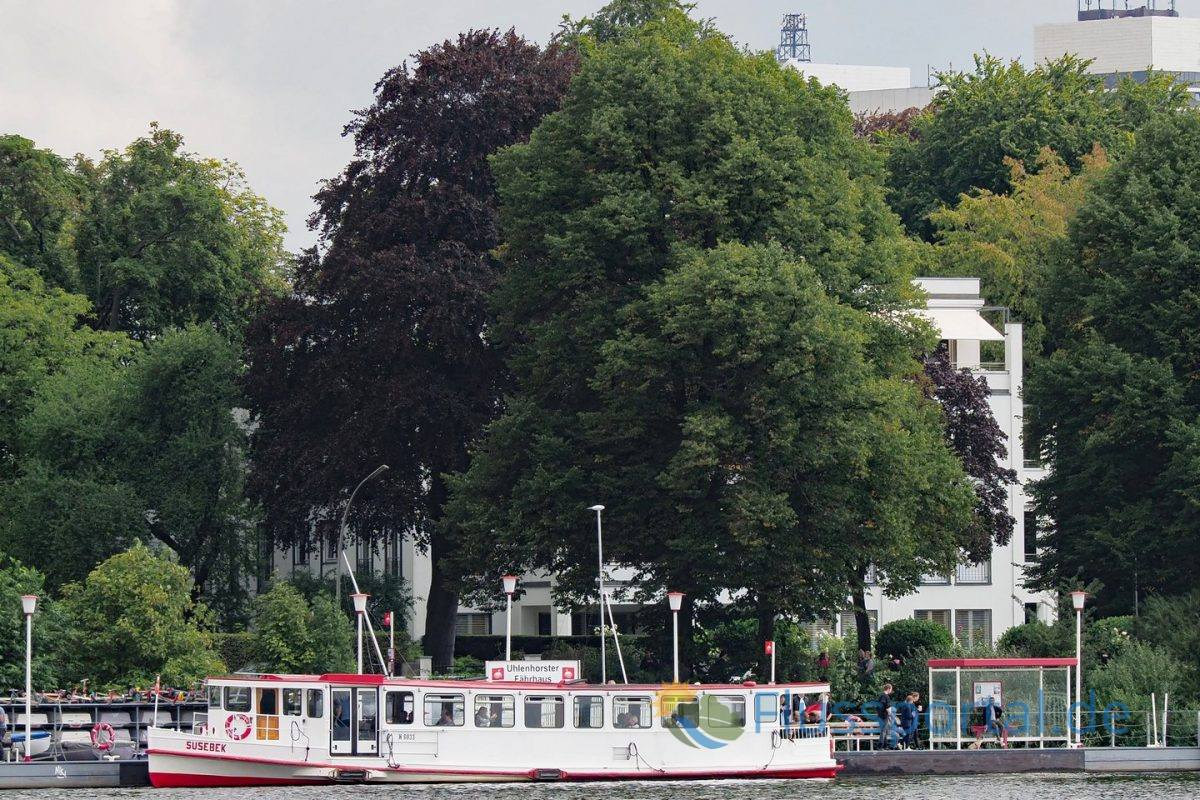Am Fähranleger Uhlenhorst halten alle Busse, denn der Blick vom Steg des Fähranlegers ist spektakulär
