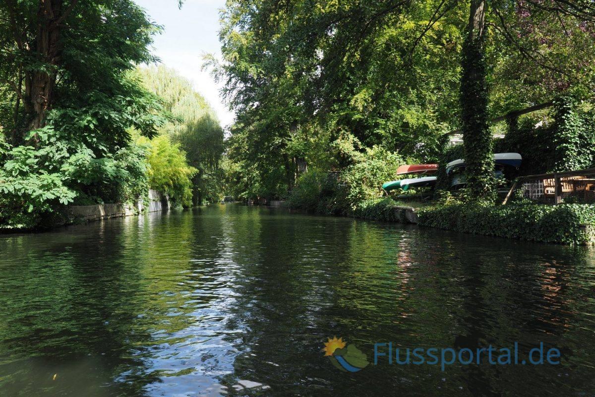 Der Leinpfadkanal scheint sehr naturbelassen, denn alle Gärten sind am Kanal ausgerichtet