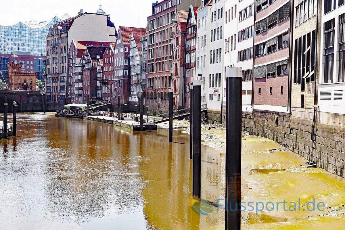 Am Nikolaifleet befinden sich einige der wenigen althamburgischen Bürgerhäuser