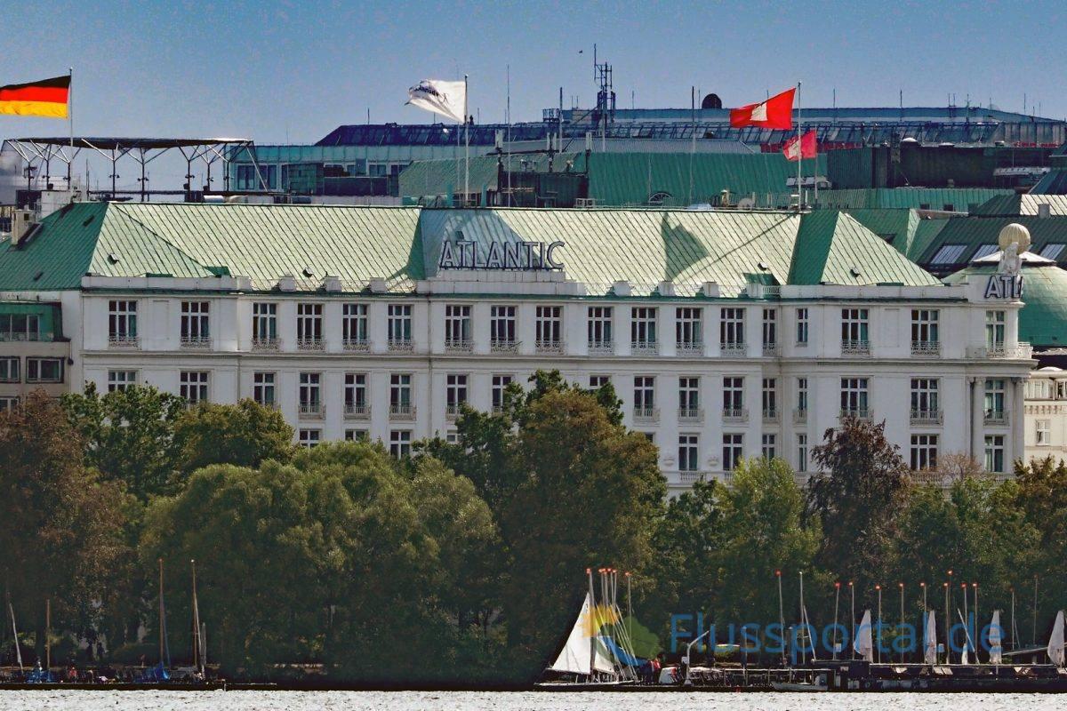 Das Hotel Atlantic ist eine beherrschende Schönheit an der Außenalster