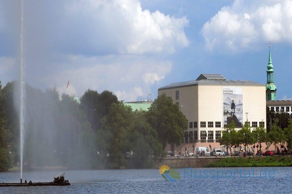"""Vom Jungfernstieg fällt der Blick sofort auf den 5600 Quadratmetern großen Sandsteinquader der """"Galerie der Gegenwart"""""""