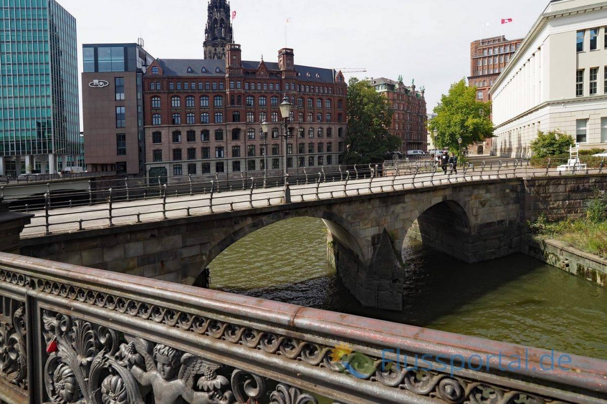 Die Zollengrücke ist die älteste Fleebrücke Hamburgs, die bereits im Jahr 1355 erwähnt wurde