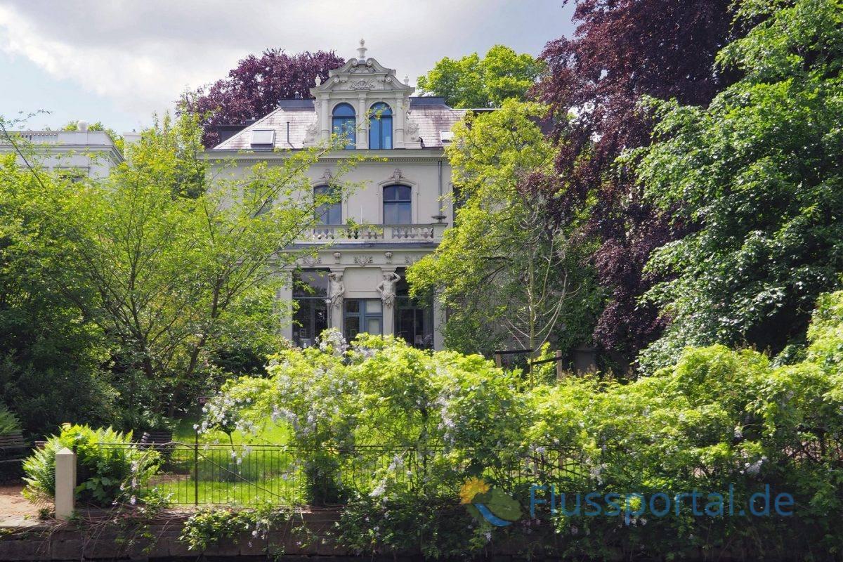 Alte Villen am Eppendorfer Ufer sind nur noch selten zu sehen und sind schon lange als Baudenkmal geschützt