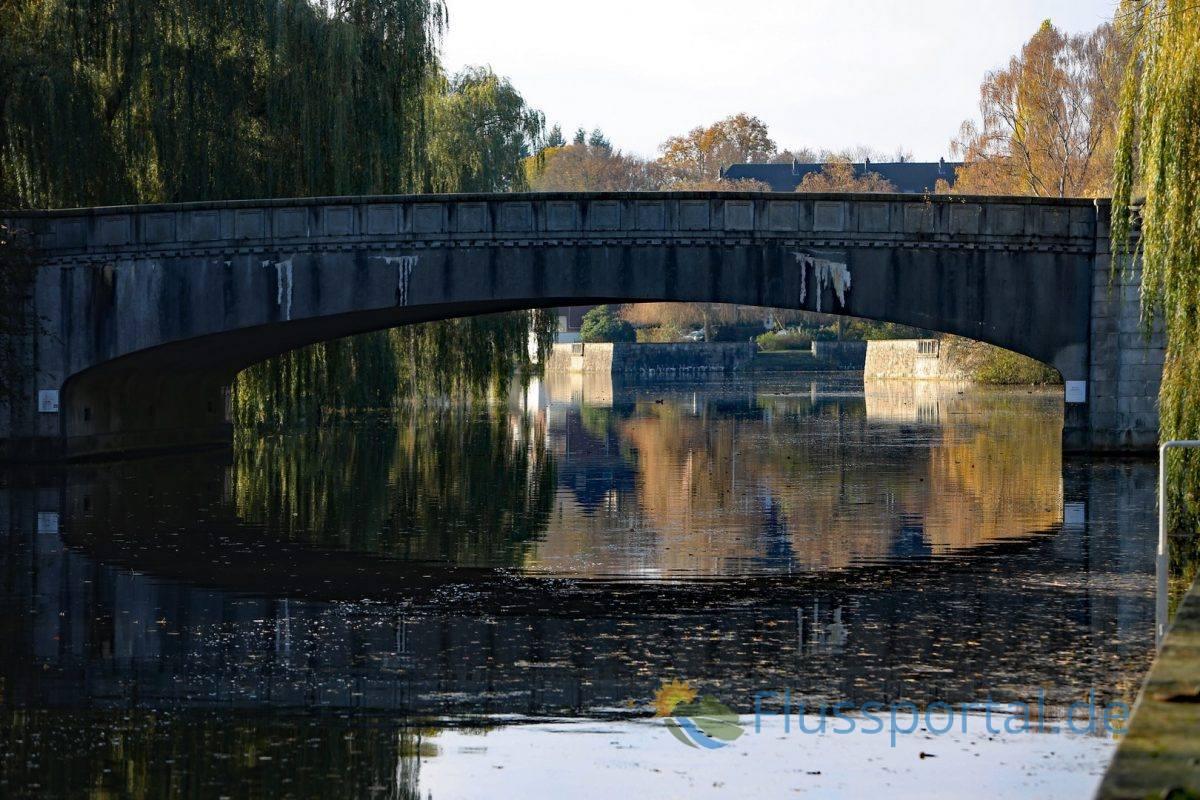 Die Alsterdorfer Dammbrücke Fritz Schuhmachers verbindet Alsterdorf mit der Alsterkrugchaussee