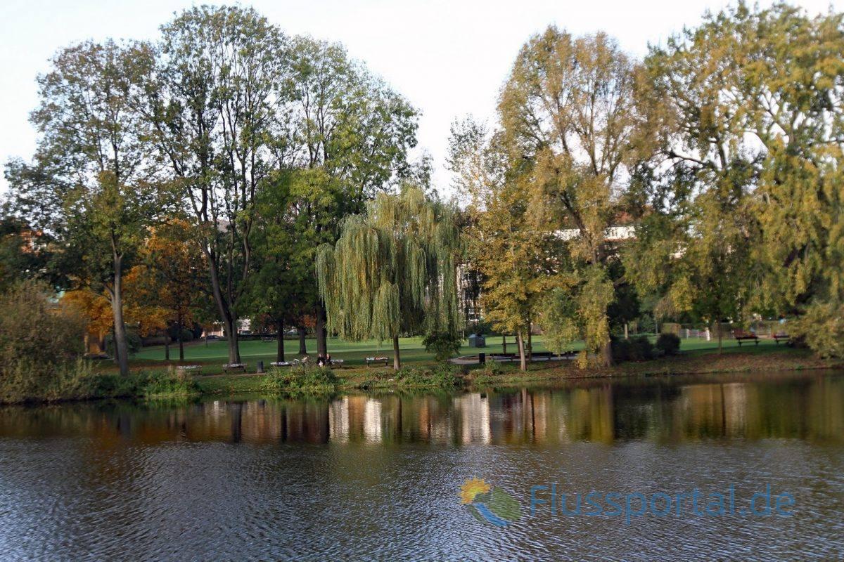 Der Heynspark: Viel Grün, viel Wasser, eine Oase der Ruhe: Für viele Eppendorfer ist es wie ein Vorgarten in dem sie sich von der Hektik des Stadtlebens erholen können