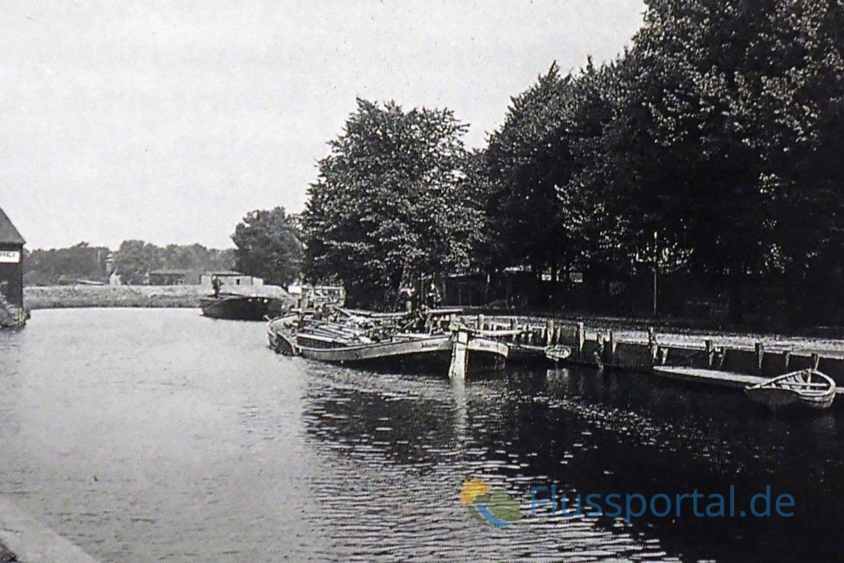 Ein Foto des Senats aus dem Jahr 1913: Auch die Produkte die die Gefangenen in Fuhlsbüttel herstellen mussten wurde auf dem Wasserweg nach Hamburg transportiert