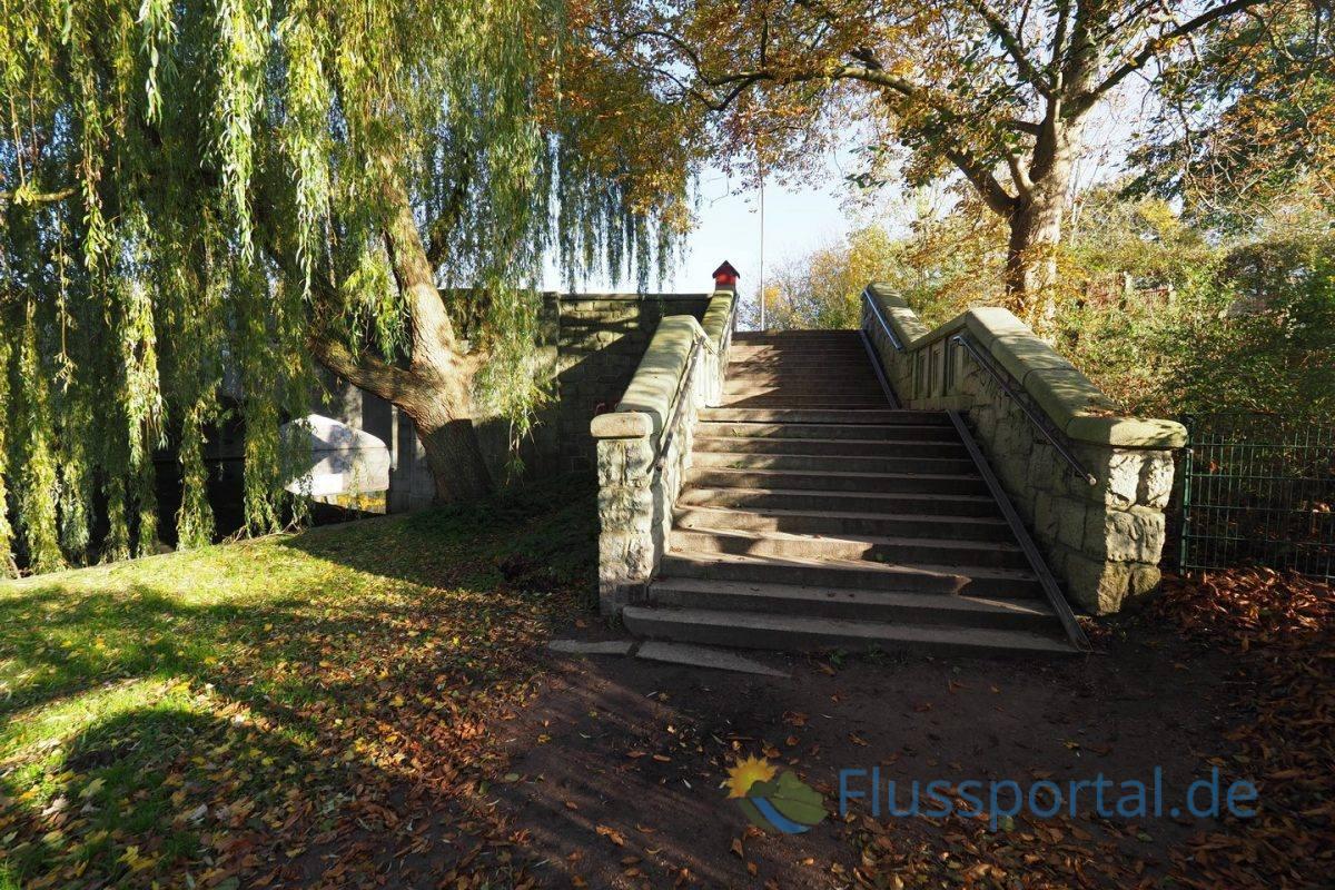 Die Treppe führt in wenigen Metern zur Alsterdorfer Kehre