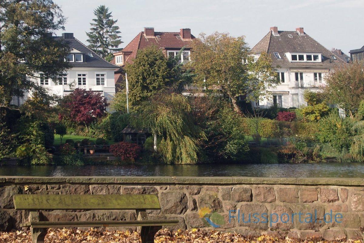 Die Gärten der Villen am Alsterkanal liegen immer am Alsterkanal und sind damit ein wichtiger Bestandteil der Grüngürtels Alster