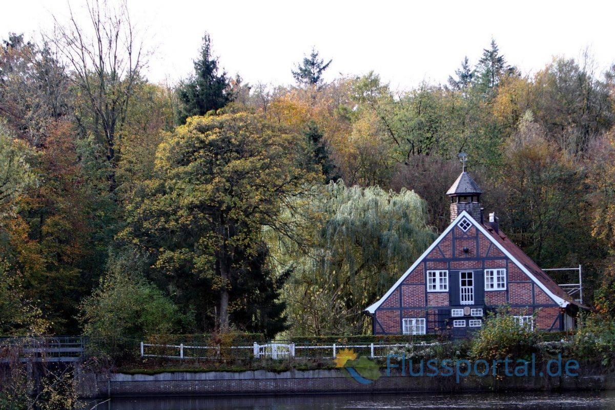 Die Ammersbek wurde mehrfach aufgestaut und war seit dem 17. JHD einem bedeutenden Mühlenfluss